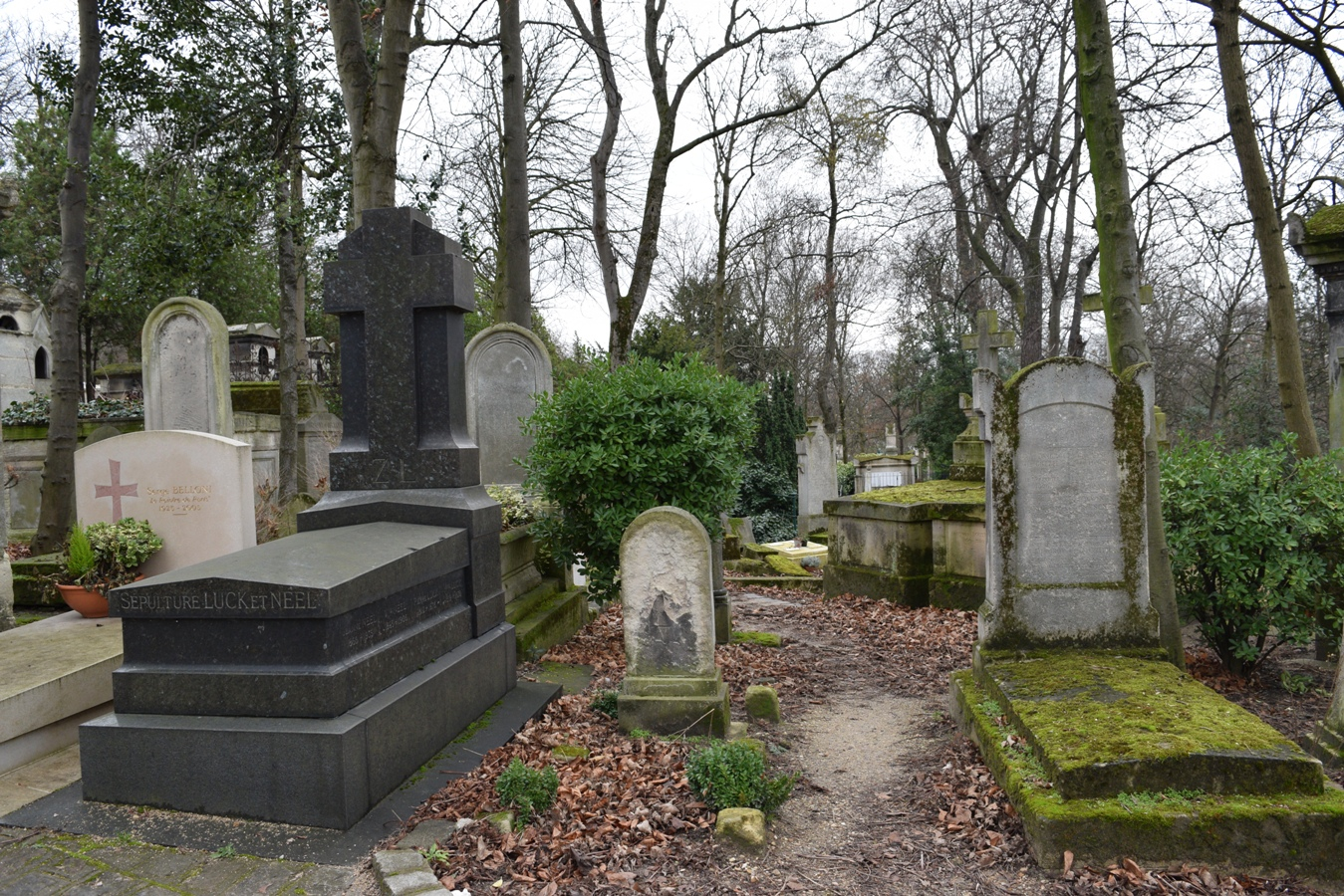 Photo Diary: Père Lachaise Cemetery | The Cheerful Wanderer